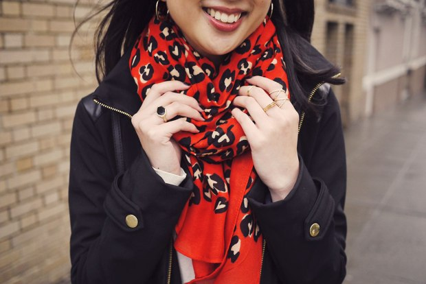 29_03_stella_dot_luxembourg_scarf_hearts_melinda_maria_svelte_metals