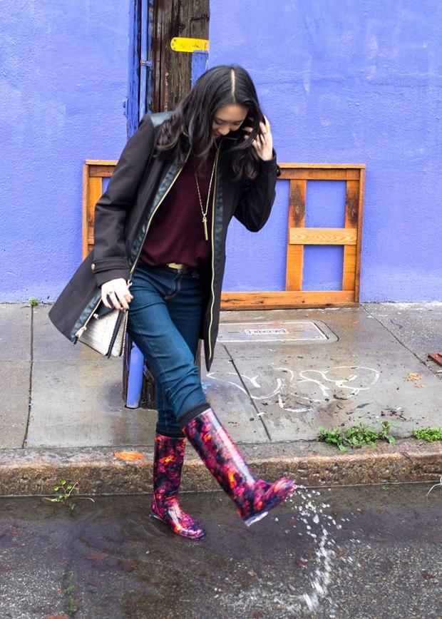 30_03_hm_purple_sweater_stelladot_tia_crossbody_rebel_pendant_target_rainboots_sveltemetals_gorjana