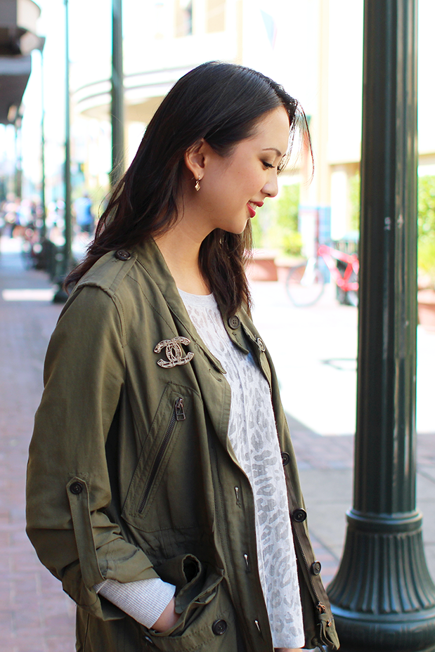 60_04_leopard_sweater_green_jacket_chanel_brooch