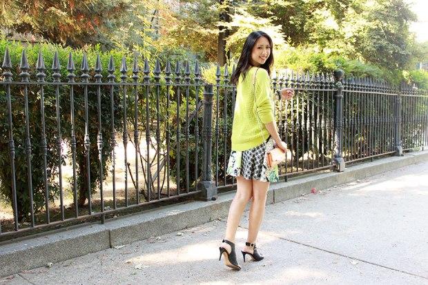 70_02_tibi_window_sweater_aqua_flower_checked_scuba_printed_skirt
